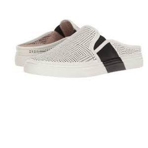 Vince Camuto Bretta Black/White Sneaker Size 9.5